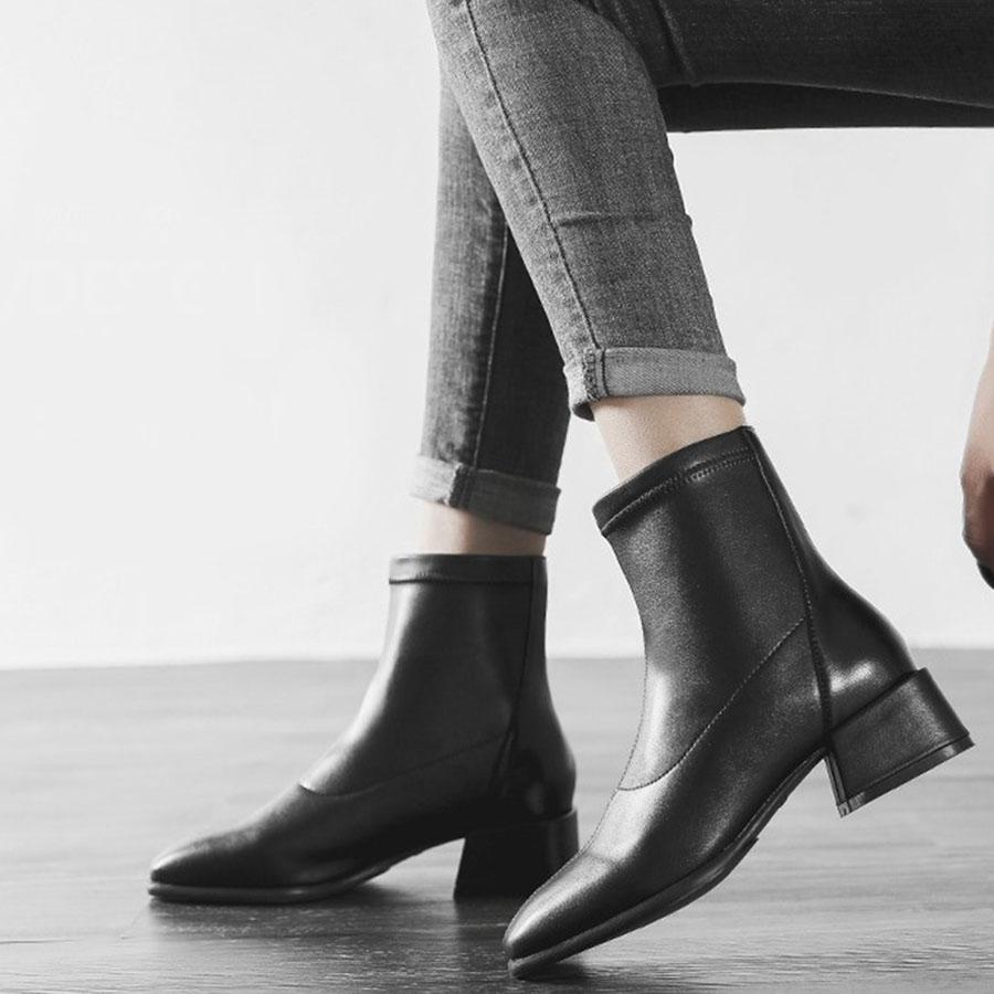 經典款百搭黑色粗跟短靴.35~41