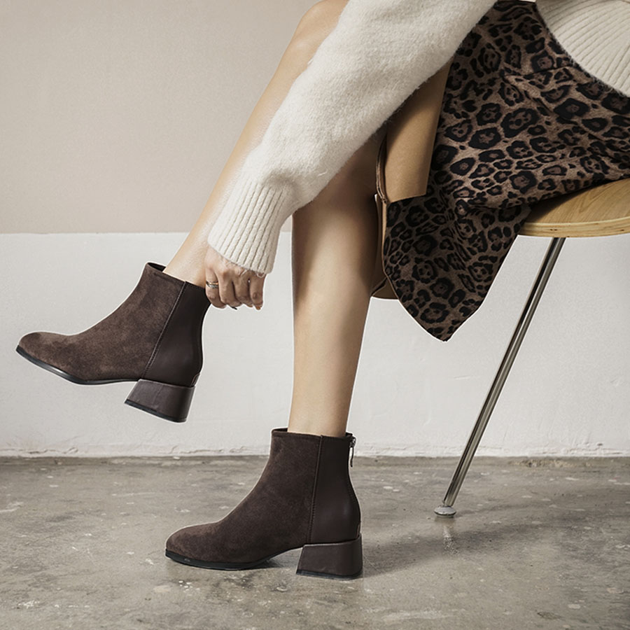 小方頭磨砂絨拼接皮革短靴